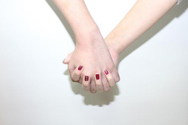 好き な 人 と 手 を 繋ぐ 夢 [夢占い]異性と手をつなぐ夢を見た時の5つの意味