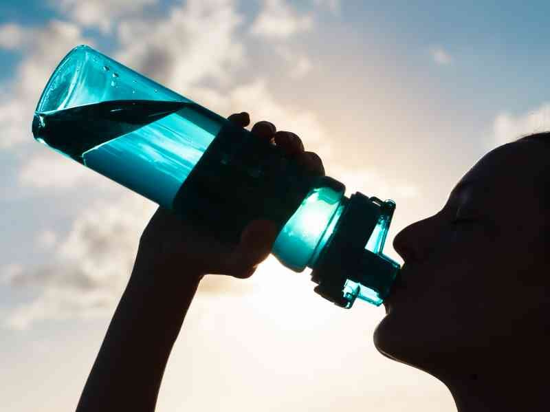 shutterstock 376704928 - The Best Natural Drinks To Strengthen Knees And Rebuild Cartilages Alongside Ligaments