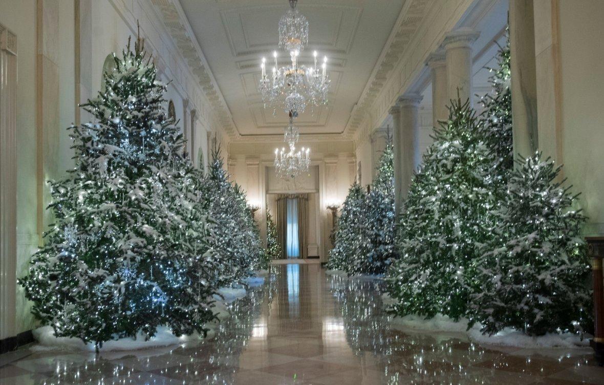 white house christmas decorations 2017 - White House Unveils 2017 Christmas Decorations & the Result is Truly gorgeous