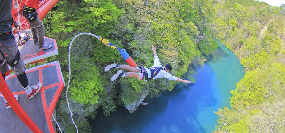 bungy jumping6 773cfa7074f0bd2e4fda9098cd988c4864752bf1eda6c12d74032fe2cca1cc09 - バンジージャンプの事故原因は?安全性は大丈夫?
