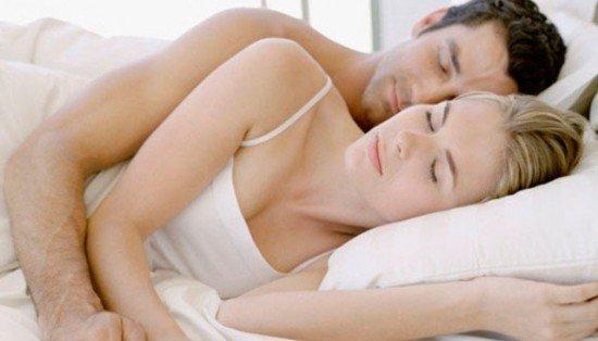 dormir.jpg?resize=412,232 - Dormir grudadinho com seu amor melhora a relação, reduz os efeitos da ansiedade e faz bem à saúde