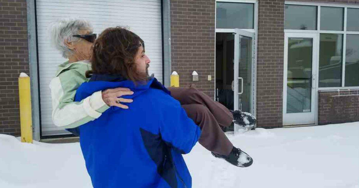 dotor - Drama sob a neve: Mulher quase perde visão mas é salva por médico
