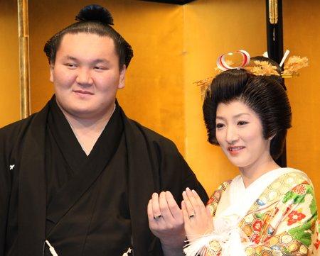 e799bde9b5acefbc99.jpg?resize=1200,630 - 白鵬の妻は名士の娘だった?白鵬関の馴れ初めと日本国籍である理由とは