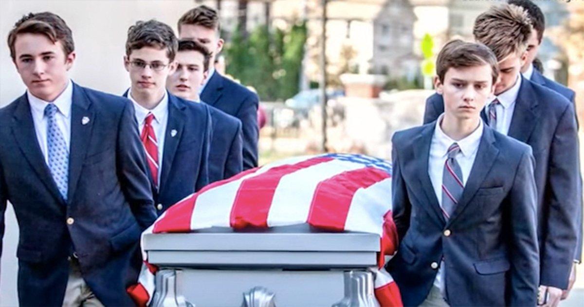 ec8db8eb84a4ec9dbc7 7.jpg?resize=300,169 - Veterano de guerra sem-teto morre sem uma família para enterrá-lo, e então um grupo de jovens decide ajudá-lo