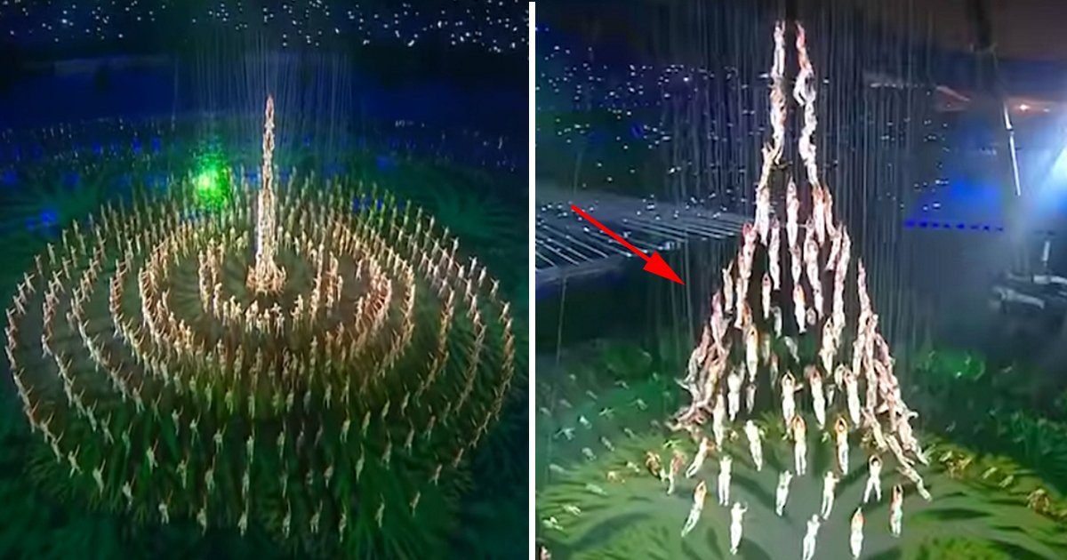ec8db8eb84ac8 3.jpg?resize=300,169 - Acrobats Form A Huge Christmas Tree. But What They Choose To Do Next Will Leave You On The Edge Of Your Seat