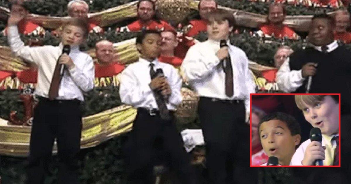 eca09cebaaa9 ec9786ec9d8c 50.png?resize=300,169 - Audience Bursts To Laughter At Young Quartet's Hilarious Christmas Performance