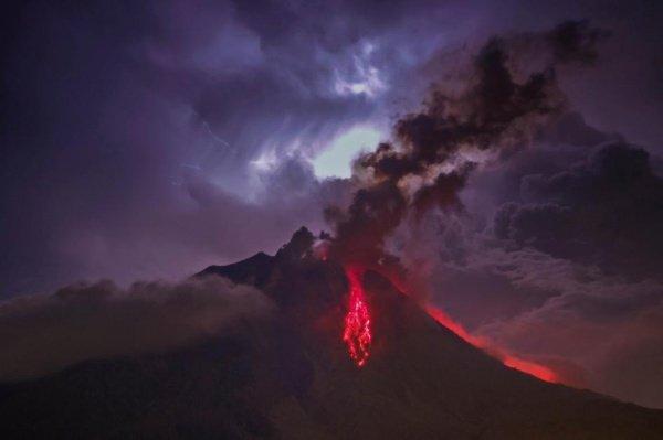 ef4c1bdb7cc4c916bc3c4d4f81d27bca.jpg?resize=1200,630 - バリ島の火山の噴火情報