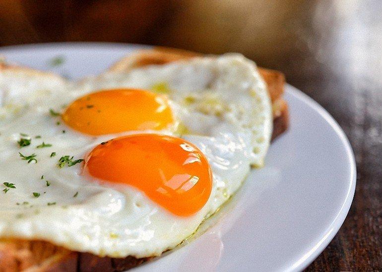 es-peligroso-comer-huevos-todos-los-dias-770x550