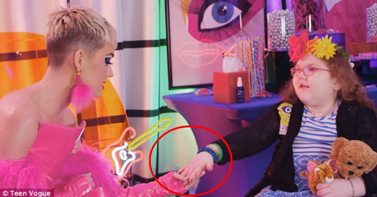 ferry - Fã vítima de câncer realiza sonho ao conhecer Katy Perry