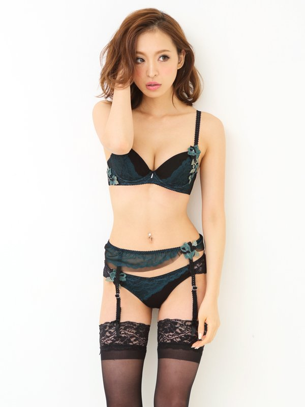 french and british the surprising of the garter belt 11201116 546d4ef9a776d - フランスとイギリスの、ガーターベルトの意外な話と便利な話