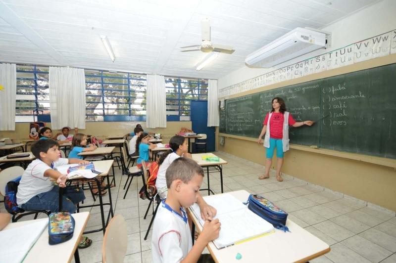 g_4gl0xo45-nh54_ar-condicionado-nas-escolas-2
