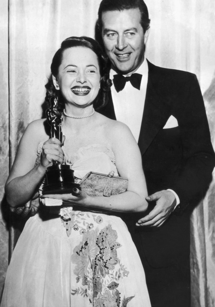 19th March 1947: Olivia de Havilland receives her Best Actress Oscar from actor Ray Milland (1907 - 1986) for her performance in 'To Each his Own', directed by Mitchell Leisen. (Photo by Keystone/Getty Images)