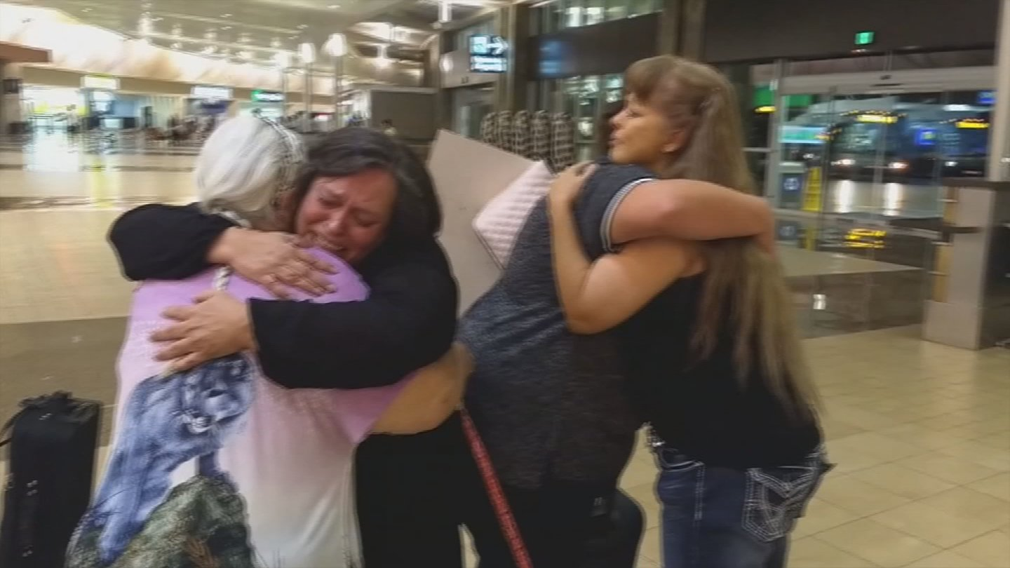img 5a2253b8bd113 - Woman Reunites With Her Mother After 51 Years Apart, By A One Single FB Comment
