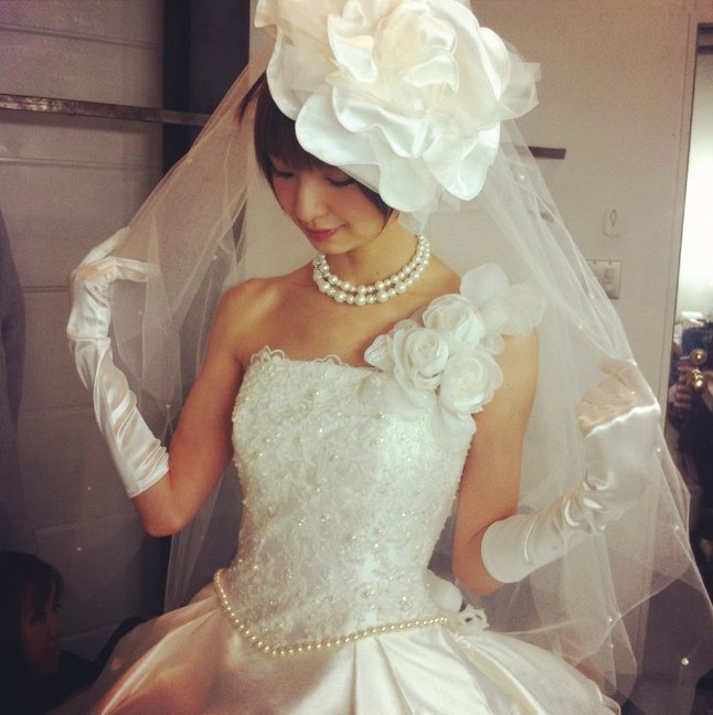 img 5a2407bf2d077 - 元AKBメンバー篠田麻里子に結婚疑惑?真実はいかに