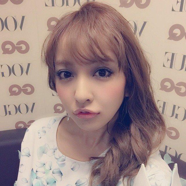 img 5a34bcf0cd1b4 - 元AKB48・板野友美の現在は?