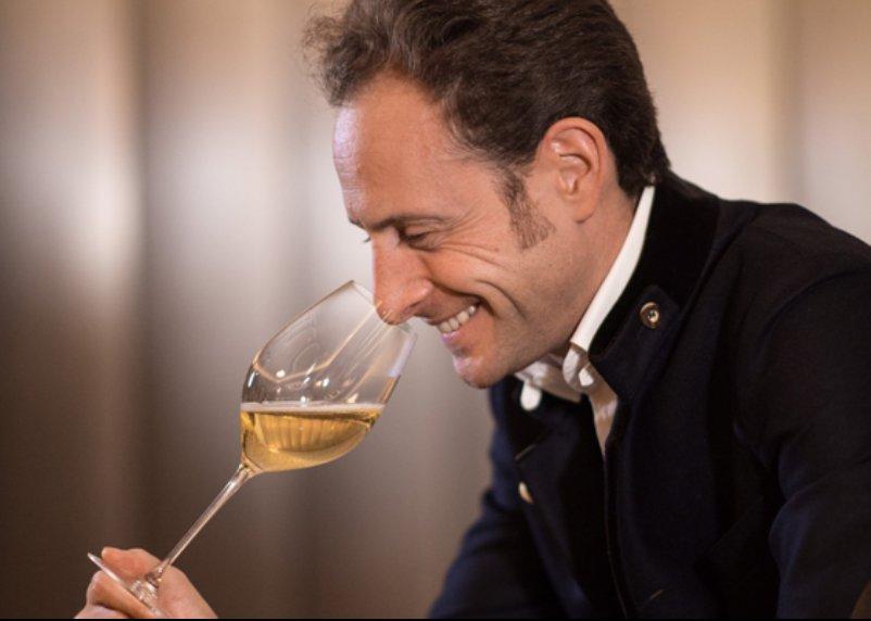 img 5a38b2d5b8d4a 1 - 今更人に聞けないワイングラスの持ち方