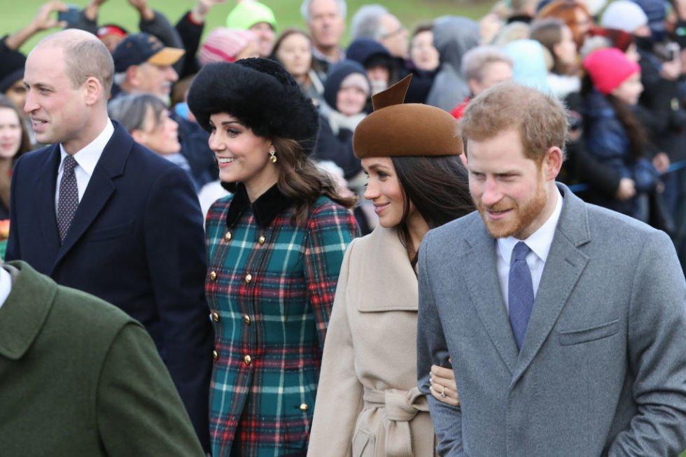 img 5a43145a79fa9 - 世紀同框!英國凱特王妃和哈利王子未婚妻梅根共度聖誕節的時尚大PK
