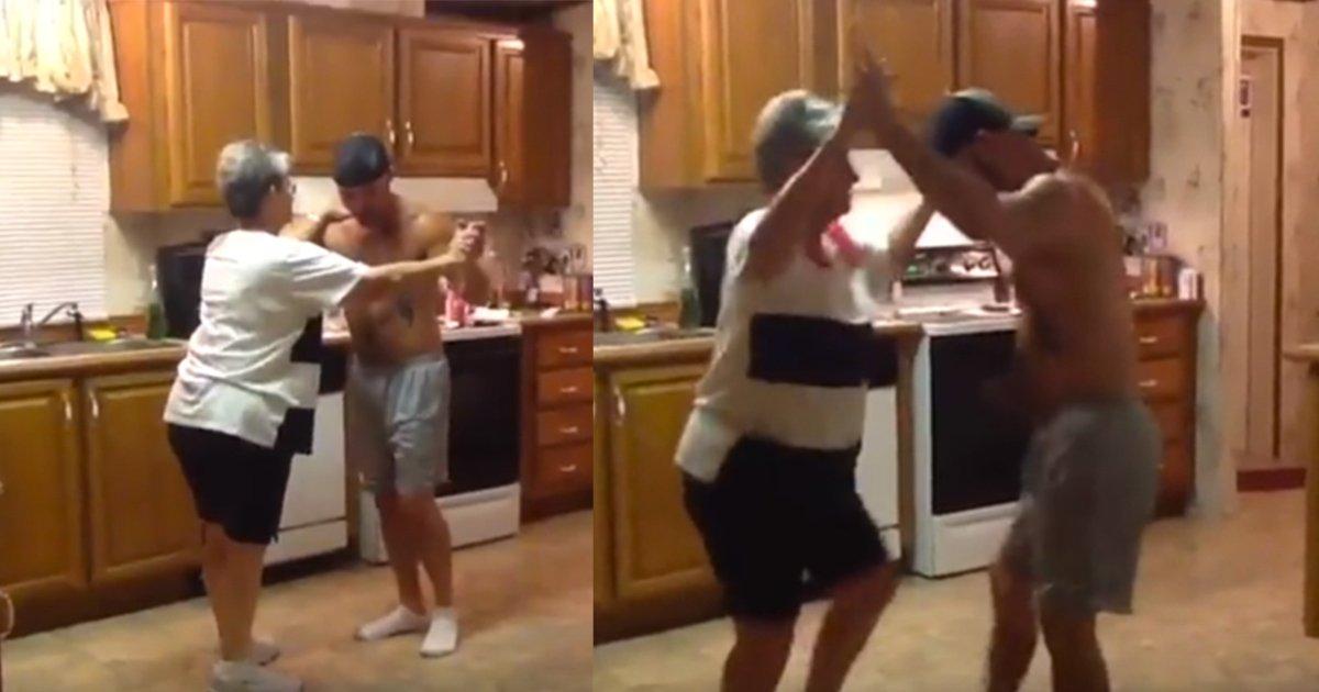 mainphoto fmerefilsdanse - [Vidéo] Cette danse entre mère et fils illumine Internet !