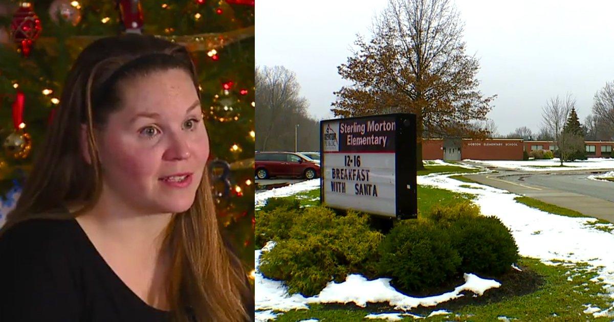mainphoto noelecole - Une maîtresse dit à ses élèves que le Père Noël n'existe pas. Une mère en colère réagit.