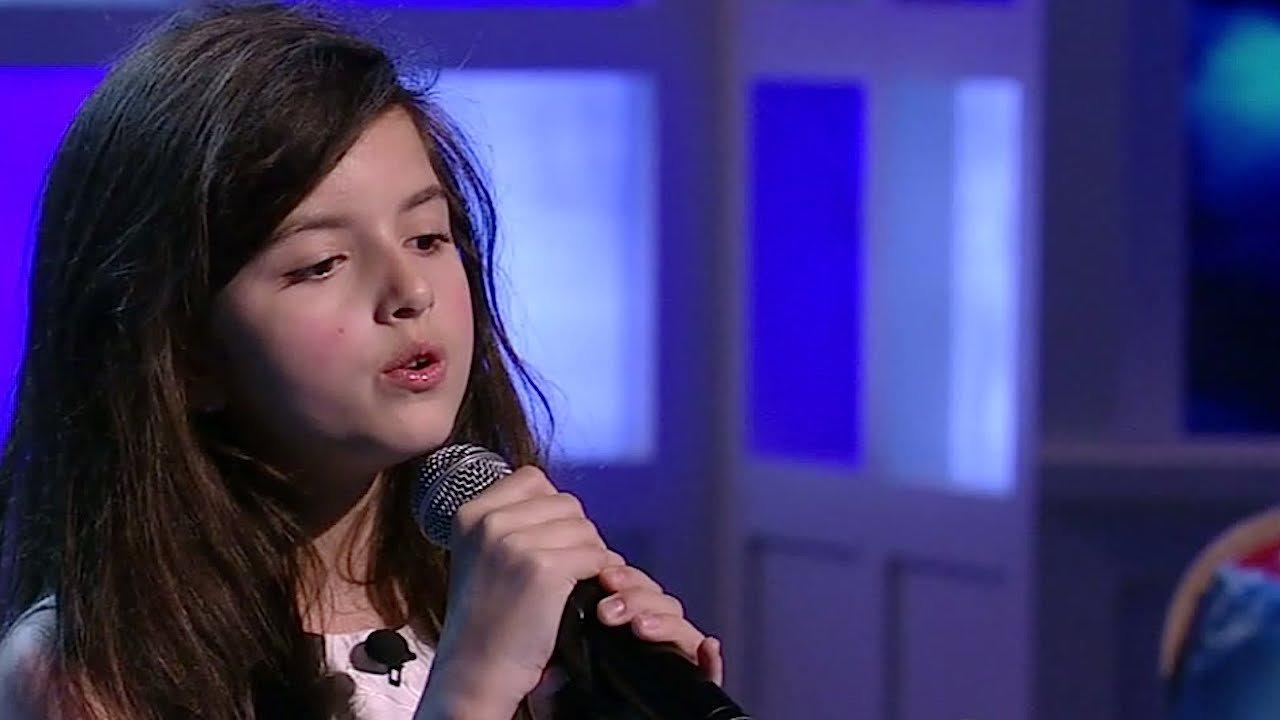 """maxresdefault 26.jpg?resize=648,365 - Una niña de 11 años canta clásico de Elvis """"Fly me to the moon"""" y aturde a la multitud"""