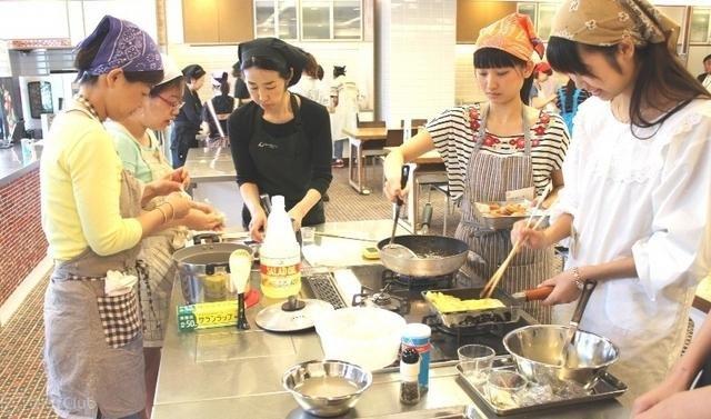 o0640037711455.jpg?resize=1200,630 - 簡単スピーディーな焼きそば弁当で、忙しい朝も楽々!
