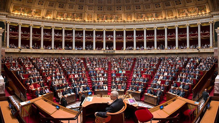 """panorama hemicycle.jpg?resize=300,169 - Déplorant ses 5 000€ mensuels, une députée explique qu'elle """"mange pas mal de pâtes""""."""