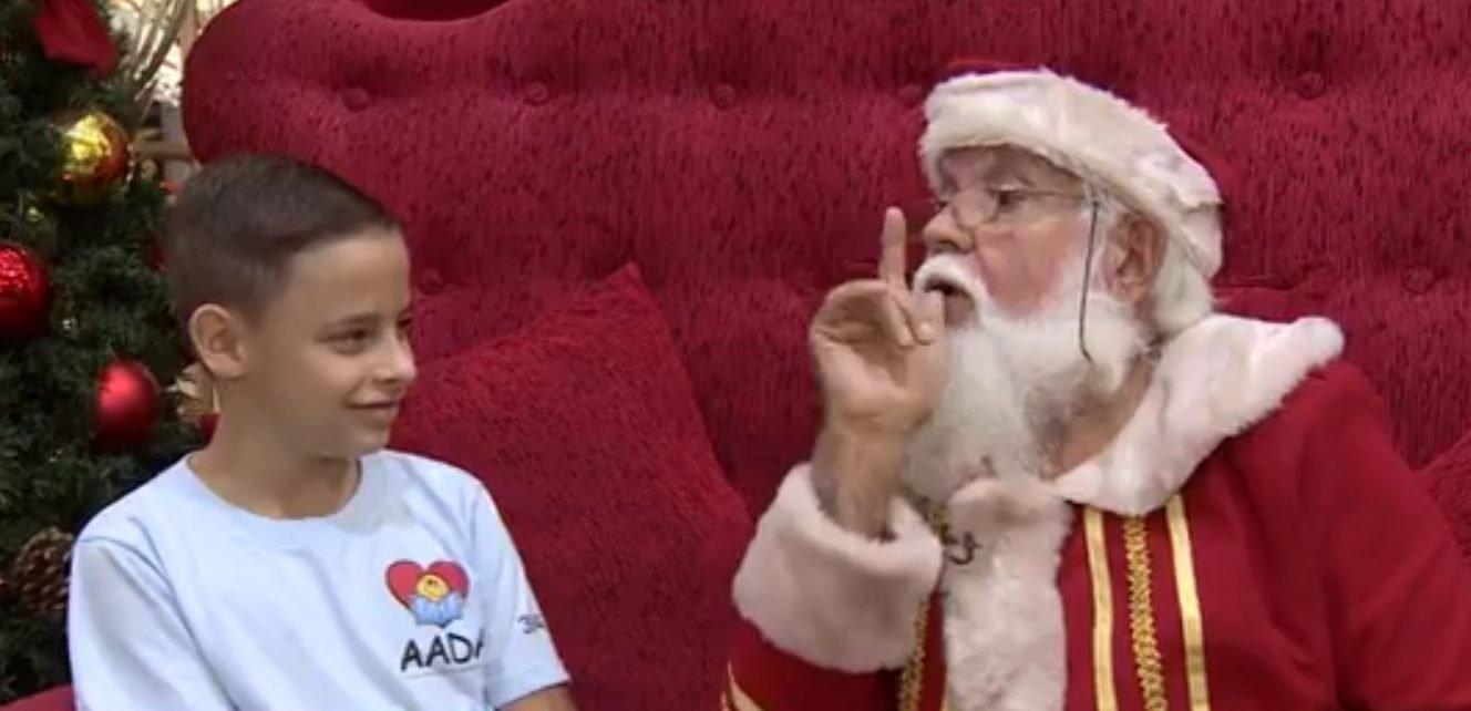 papainoel e1514132619970.jpg?resize=412,232 - Papai Noel aprende linguagem de sinais para poder atender crianças surdas em shopping
