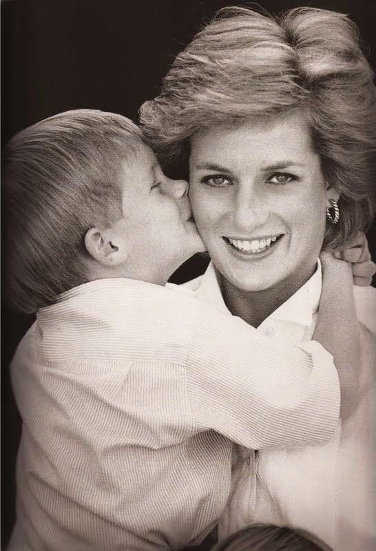 prince harrys tribute to diana e6bda9c5ae9d8da6e2f9fcc167db51d3  prince harry princess diana - Prince Harry's Tribute to His Mother Diana Has Everyone In Tears