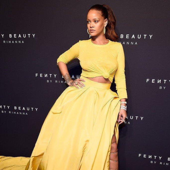 rihanna-yellow-oscar-de-la-renta-dress-fenty-beauty