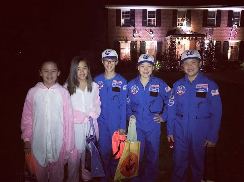 sextupletshalloween 1 - One Of Kate Gosselin's Sextuplets Is Missing In Her Photo... Now Someone Says Her Reality Show Should Be Named 'Kate+My7'