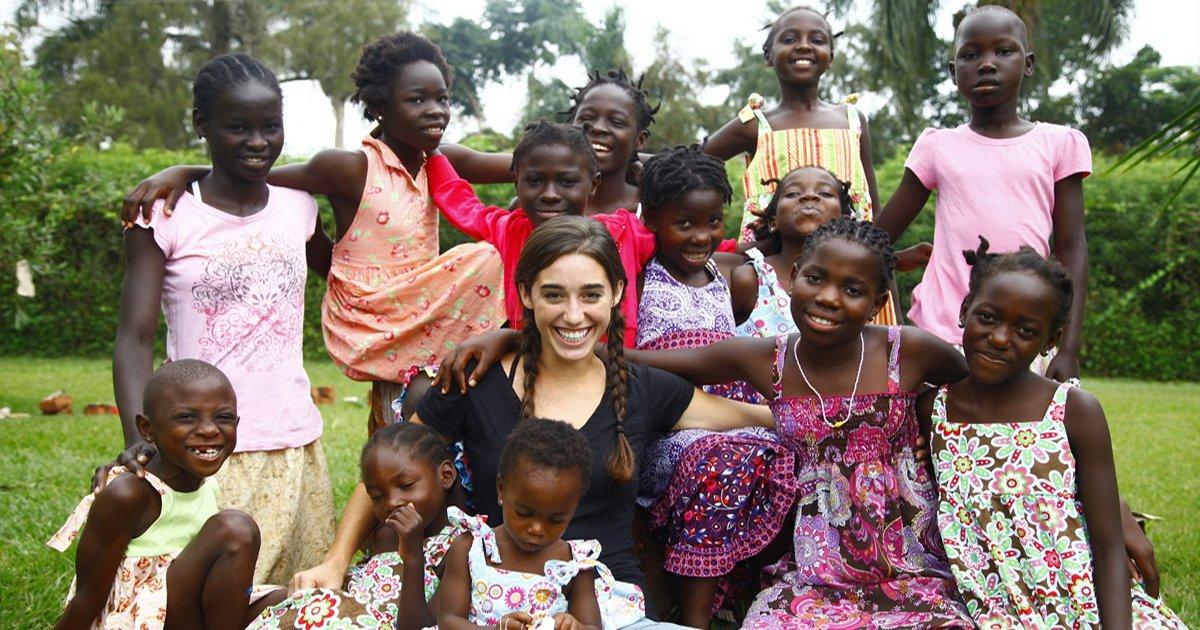 thumbnail5hc - Conheça a história inspiradora da mulher que adotou 13 meninas na Uganda