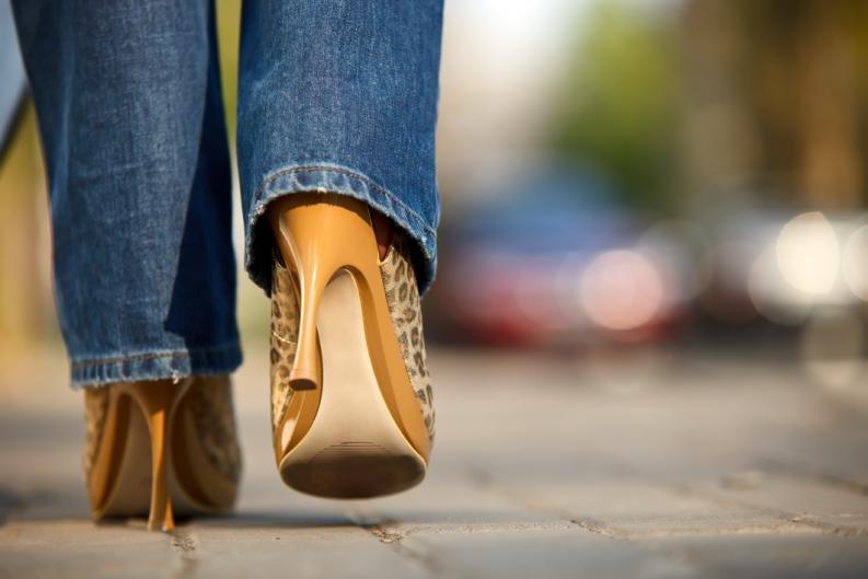 trucos-para-saber-caminar-con-tacos-2