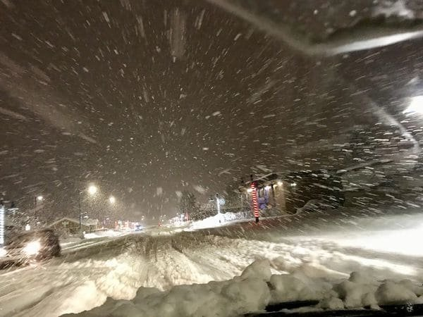 valdez snow - Record-Breaking Snowfall In Valdez, Alaska At 10 Inches Per Hour Threatens The Life Of Residents