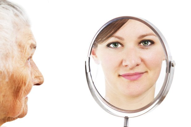 Image result for 認知症のおばあさん 化粧