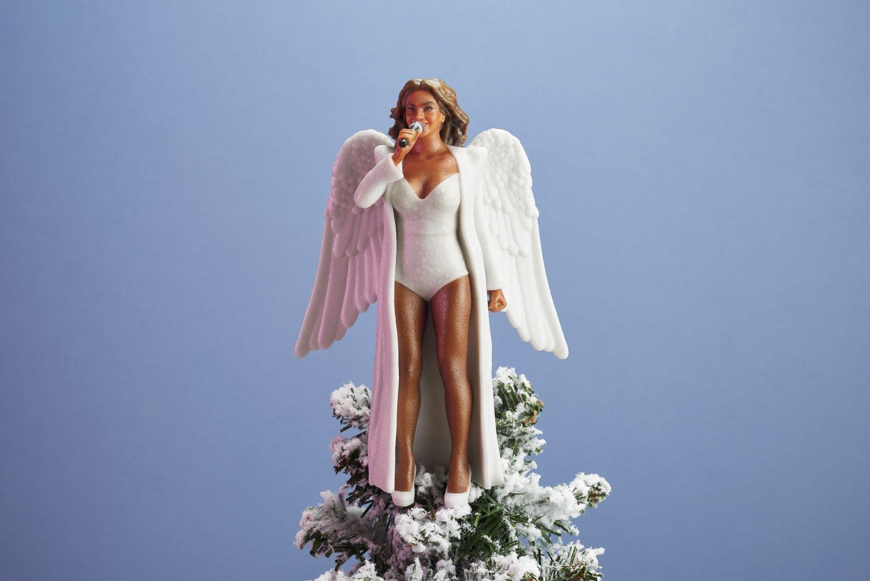 womentolookupto 271017 5591web.jpg?resize=1200,630 - Pour Noël, décorez votre sapin avec Beyoncé, Hillary ou Serena!