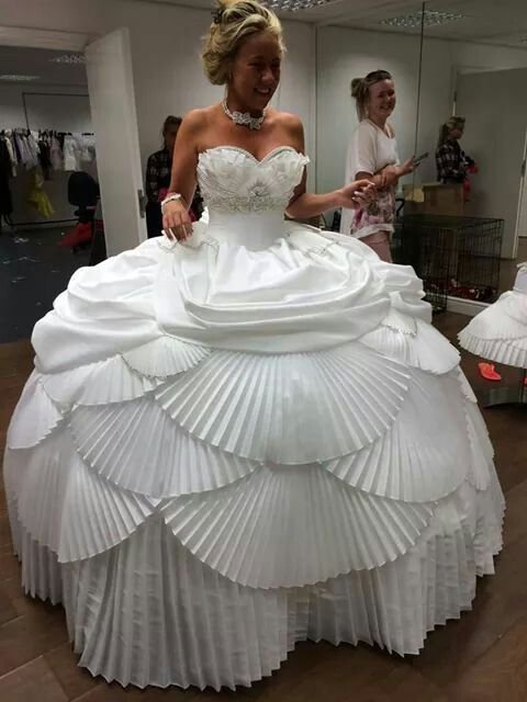 worse wedding dress 09d9c81373c6379892bf8cb084d8d0aa - 16 Brides Who Really Should Have Said 'No' To Their Wedding Dress