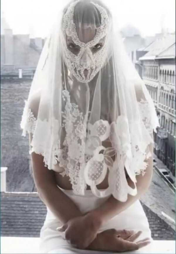worse wedding dress bad wedding dresses5 - 16 Brides Who Really Should Have Said 'No' To Their Wedding Dress