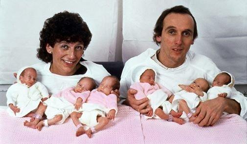 12524051 842278129217286 691882961051209101 n.jpg?resize=1200,630 - Les parents de célèbres sextuplés sont de retour 34 ans plus tard avec un nouvel ajout à leur famille!