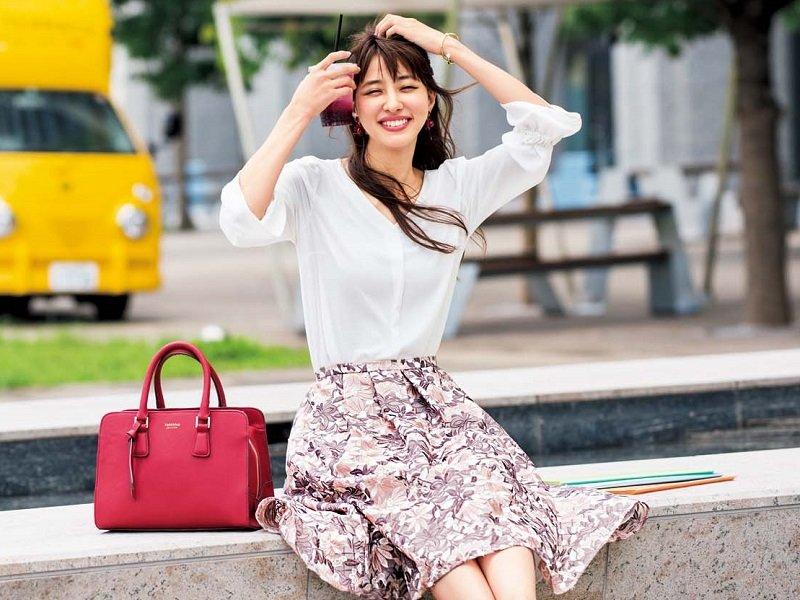 Image result for モテる女 白ブラウス スカート