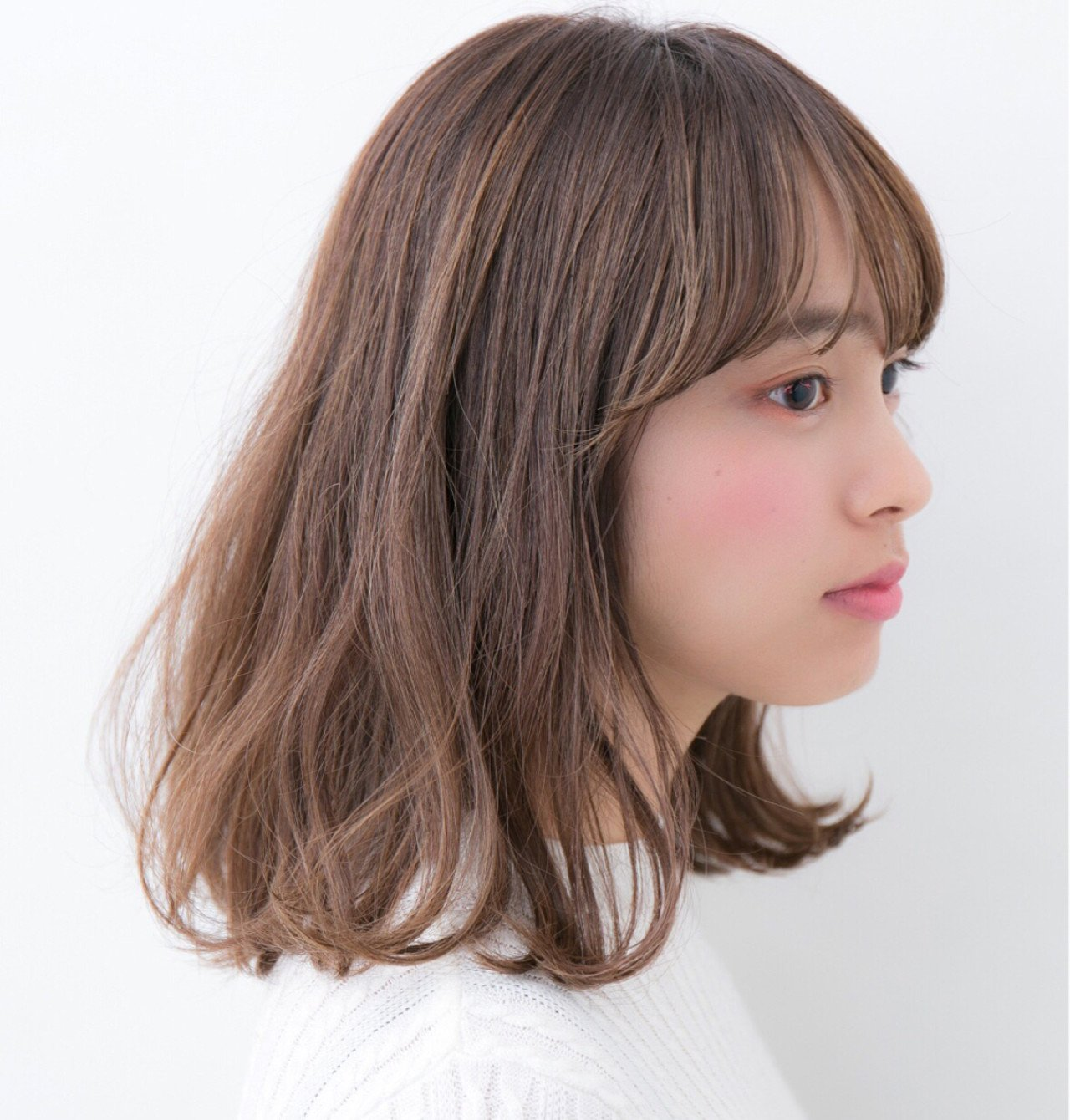 3beeea0749f32 - 髪型で輪郭をカバー!丸顔さんにおすすめはやっぱりミディアムヘア