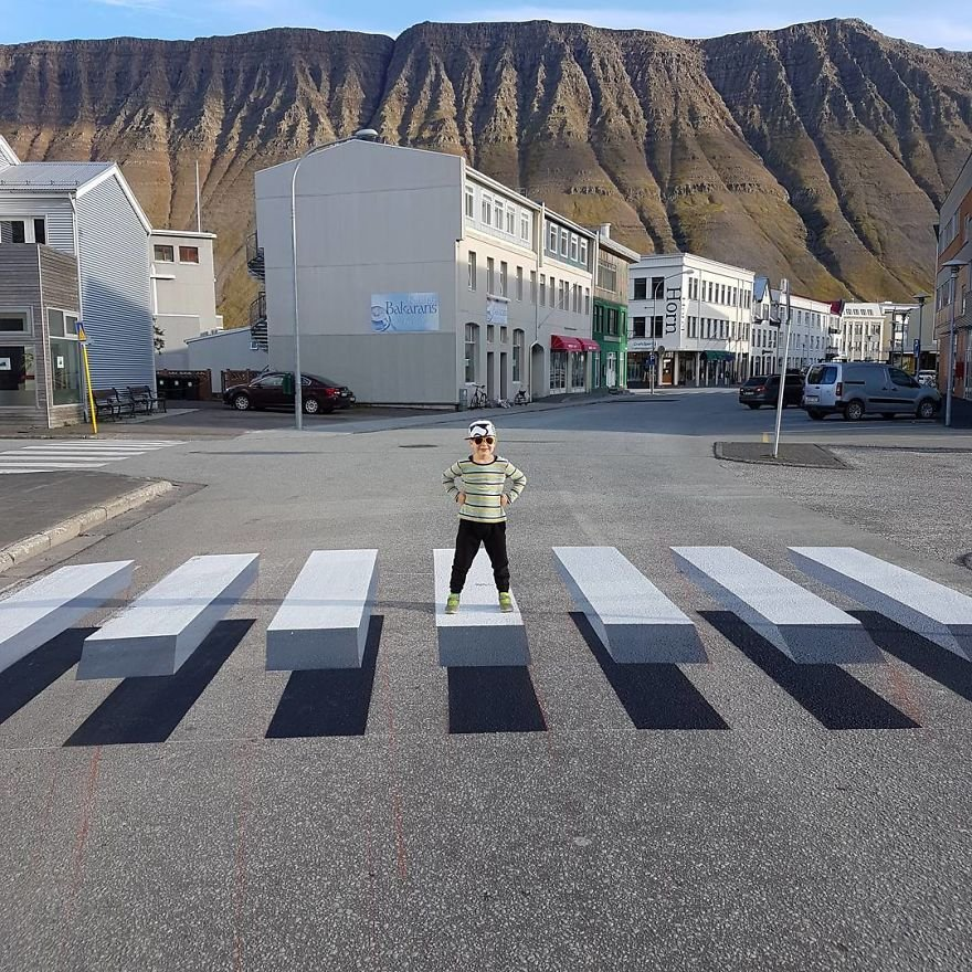 3d pedestrian crossing island 7 59f0344c7f17e  880 - This 3D Painted Zebra Pathway May Be The Future Of Zebra Crossing