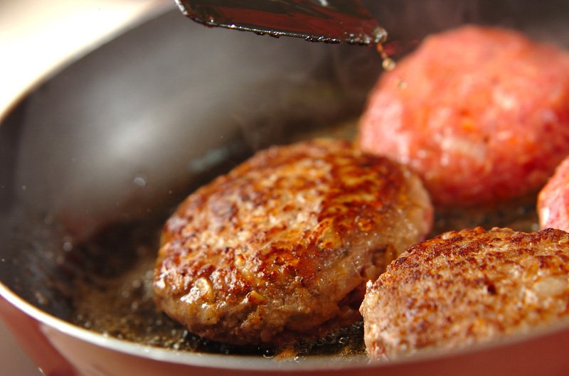 5 39.jpg?resize=648,365 - パン粉なしで肉汁が溢れるハンバーグを作るためのつなぎ素材2つ