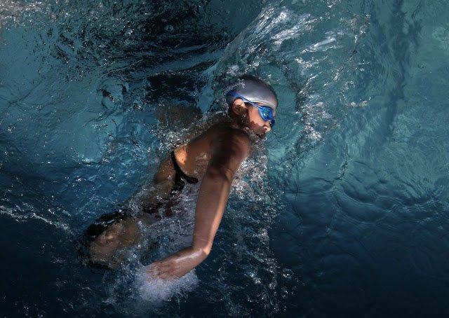 """5a59319243f55  5 - La trágica historia de """"la chica pelota"""" y su éxito como nadadora de 100 metros"""