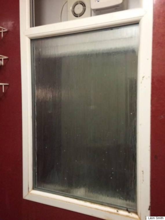 5a5b0040e3bba  o THE 570 - 데이트 첫 날 여자가 '화장실 창문'에 끼인 엄청난 이유