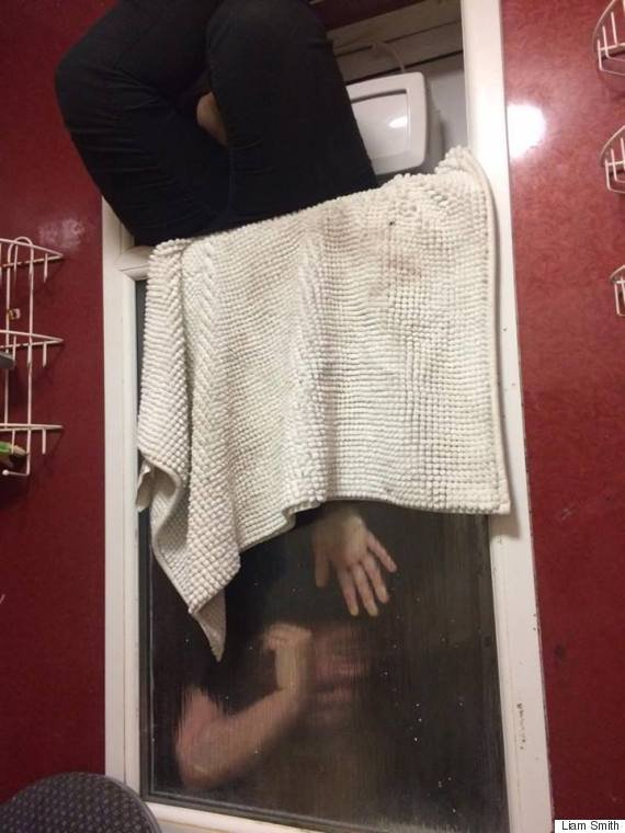 5a5b004342300  o THE 570 - 데이트 첫 날 여자가 '화장실 창문'에 끼인 엄청난 이유