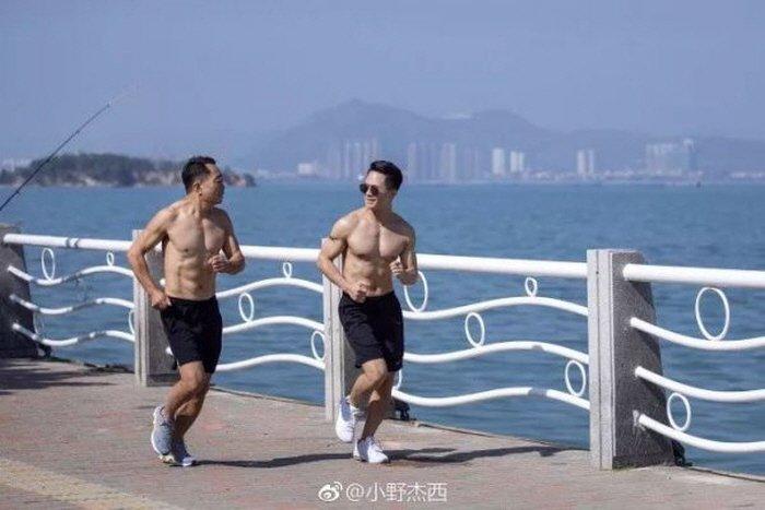Weibo 'XiaoYeJiexi'