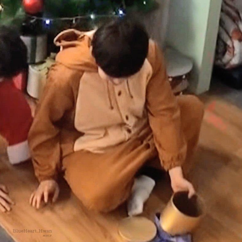 20180123121558 3 - 워너원 '김재환' 팬들이 그의 '45도 각도'만 찾는 이유(+6)