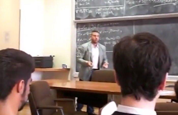 88z8940rdrn4f9o98zqt - 「学校で皆で一緒に見た「AV」で数学の教授を見つけました」