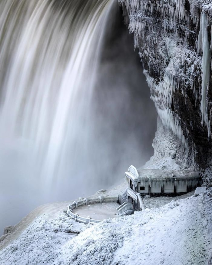 10 Degrees Fahrenheit Makes For Some Really Cool Ice Around Niagara Falls