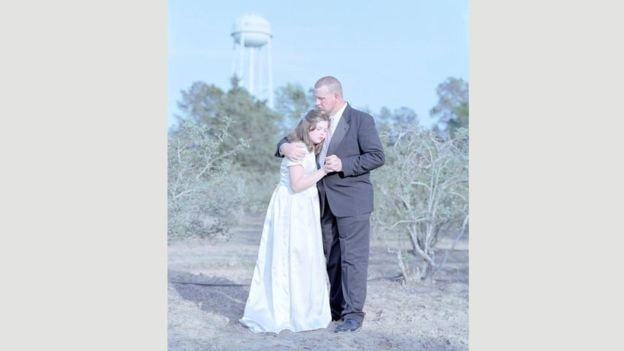 Erin Hope Smallwood, de 13 anos, e seu pai, Jay, na Louisiana